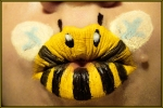 Bumble-bee-lipstick-art